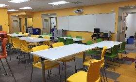 classroom-with-tables-and-chairs-red-green
