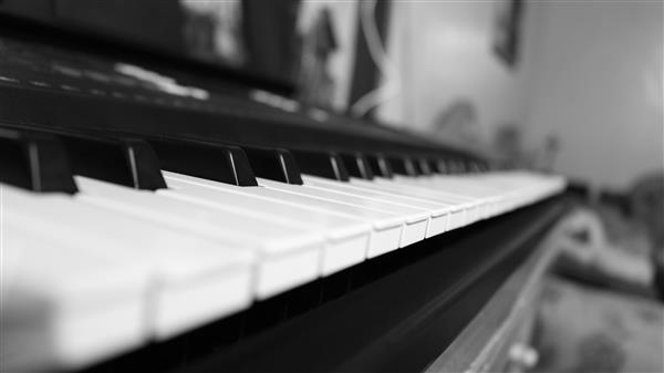 piano-black-white